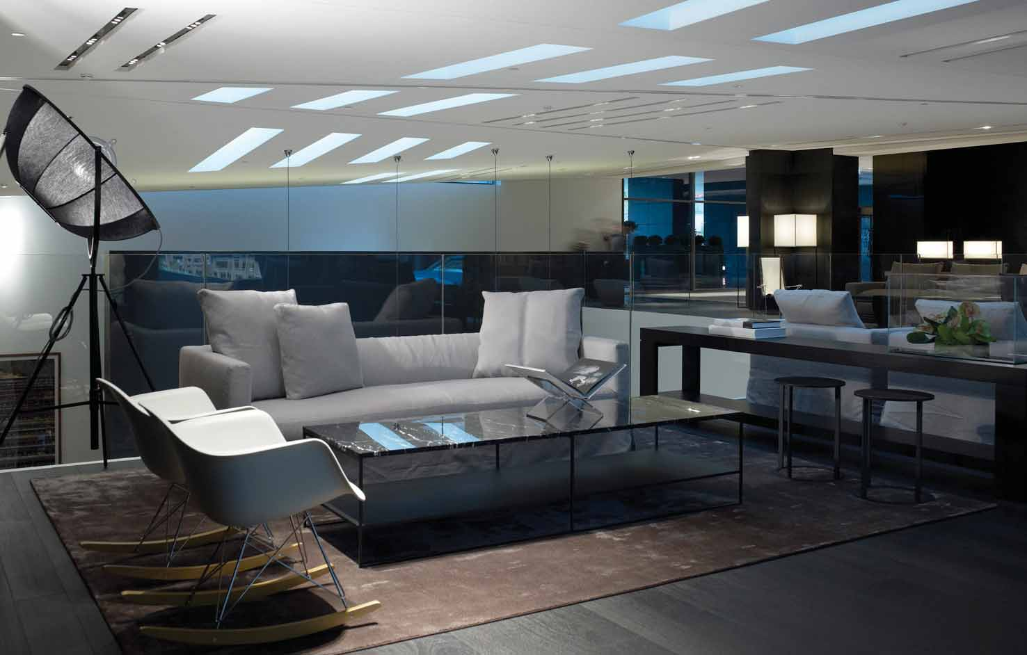 The sense of luxury is a key point of the architectural study and characterizes all the materials employed for the interior and the exterior surfaces, synthesizing a background ruled by the black and