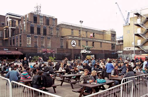 2 3 1. Spitafields Μarket. 2. Brick Lane Μarket. 3. Tea Room Μarket. 4. Broadway Μarket. 5. Columbia Row Flower Market.