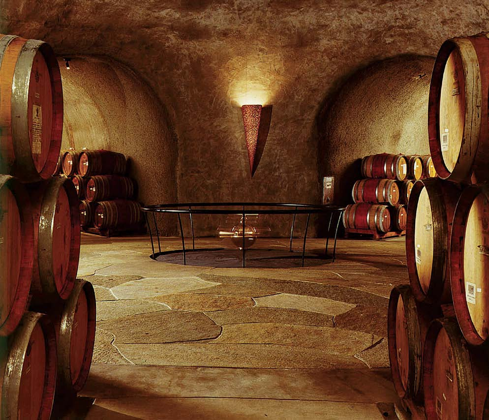 Stag s Leap Wine Cellars in Napa Valley Top: The pool at the Waultraud Cellar for Bodegas Torres in Spain Δύο οινοποιεία