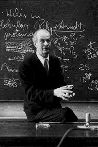 Linus Pauling Έγραψε τη μονογραφία : Nature of the chemical bond Τιμήθηκε