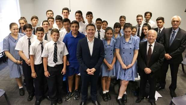 YEAR 10 COMMERCE MOCK PARLIAMENT On 10 March, the Hon Jason Clare MP, member for Bankstown, coordinated a mock parliament with the Year 10 Commerce class,