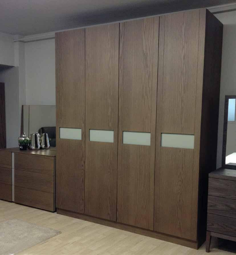 Jag wardrobe is made of natural oak veneer,